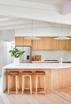Modern Kitchen Renovation, Modern Kitchen Design, Kitchen Interior, Kitchen Remodel, Beach House Kitchens, Home Kitchens, Timber Kitchen, Mid Century Modern Kitchen, Mid Century Kitchens