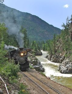 - Train -Train - Train - Train- Takahira Urano VERY COOL Moses running along side of it. Train Tracks, Train Rides, Image Train, Silverton Train, Track Pictures, Railroad Pictures, Old Trains, Steam Locomotive, Model Trains