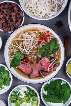Die fertige Pho Bo Suppe Vegan Bbq Recipes, Asian Recipes, Soup Recipes, Ethnic Recipes, Vietnamese Recipes, Healthy Appetizers, Appetizer Recipes, Soup Appetizers, Spinach Health Benefits