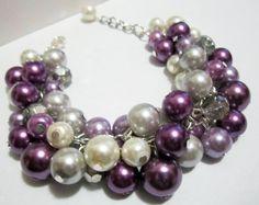 Lavanda de ciruela marfil y gris perla pulsera de boda de regalo dama pulsera racimo grueso pulsera tonos de morado de Dama de honor