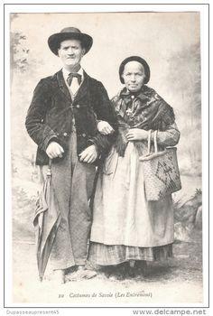 CPA CARTE POSTALE ANCIENNE COSTUMES DE SAVOIE LES ENTREMONT COUPLE PAPY  MAMY PARAPLUIE 1917 EDIT REYNAUD CHAMBERY