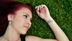 Trouvez une idée de phrase de tatouage pour le poignet : http://www.phrases-tatouages.com/tatouage-phrase-poignet.php