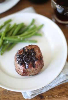 Red wine sauce - an Incredibly easy steak enhancement with just 3 ingredients