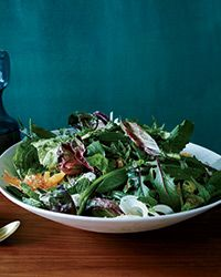This excellent salad is a terrific combination of sweet Asian pear, bitter greens, creamy avocado, crisp fennel and a nutty, spicy tahini dressing. Tahini Dressing, Salad Dressing, Healthy Salads, Healthy Eating, Big Salads, Fancy Salads, Summer Salads, Classic Caesar Salad, Bitter Greens