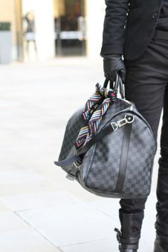 Really like this black style Luis Vuitton bag.