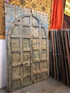 Unique Masterpiece of Handmade Vintage Door Discover an amazing great Indian work of art designed out of great passion and creativity. An elegant, hand painted,hand made and very beautiful design inspired by the Indian rajasthani decor art. Salvaged Doors, Rustic Doors, Wooden Doors, Door Design Interior, Interior Barn Doors, Antique Doors, Old Doors, Vintage Doors For Sale, Distressed Doors