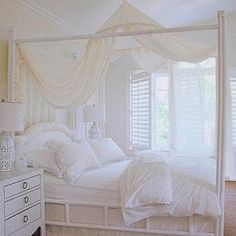 Bamboo Canopy Bed- Cottage
