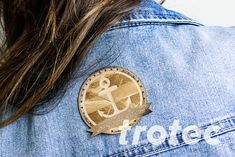 Laser engraved leather patches - Free DIY instructions with recommended laser parameters for your Trotec laser. Trotec Laser, Laser Art, Filigranes Design, Laser Machine, Grafik Design, Step By Step Instructions, Leather Craft, Laser Engraving, Laser Cutting