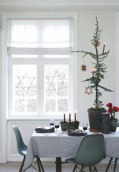 Cover the most beautiful Christmas table - New Deko Sites Hanukkah Bush, Hanukkah Lights, Hanukkah Crafts, Hanukkah Decorations, Decoration Christmas, Diy Christmas Ornaments, Hannukah, Tree Decorations, Christmas Mood