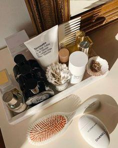 Classy Aesthetic, Aesthetic Makeup, Beauty Care, Beauty Skin, Beauty Hacks, Appartement Design, Vanity Decor, Room Ideas Bedroom, Bedroom Wall