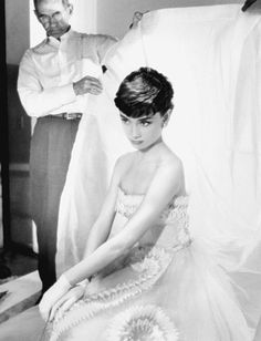 This demure moment is one of many stunning photos from the new book Bob Willoughby: Audrey Hepburn Audrey Hepburn Mode, Audrey Hepburn Pictures, Hollywood Icons, Classic Hollywood, Old Hollywood, Divas, Beloved Movie, Fair Lady, British Actresses
