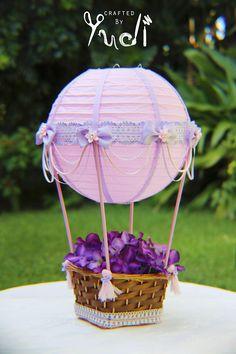 Centro de mesa de globo aerostático rosa y lavanda / nupcial