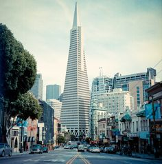 San Francisco with Hasselblad. The Transamerica Pyramid in downtown SF. By Nina Matzat Photography