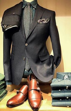 Take a look at Ralph Lauren's Menswear Fall Collection which is characterized by tightly fitting suits, fair isle sweaters & scarves. Fashion Moda, Suit Fashion, Fashion Looks, Mens Fashion, Fashion Outfits, Fashion Ideas, Classy Fashion, Fashion Updates, Ladies Fashion