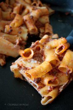 Pasta pasticciata ragù, besciamella, parmigiano