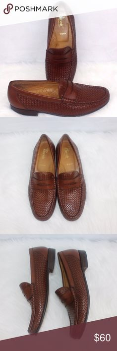 Allen Edmonds Mens SIENNA Loafers Slip-On Brown Dr Allen Edmonds Mens SIENNA Loafers Slip-On Brown Dress 9 1/2 B Italy Woven Made In Italy 1 Inch Heel Completely Woven its Gorgeous Please rate condition by viewing photos Allen Edmonds Shoes Loafers & Slip-Ons