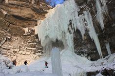 Cascade du Saut Girard sous la glace (02/2012) (cascades du hérisson, Jura, France)