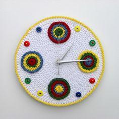 crochet clock I love Cute Clock, Cool Clocks, Crochet Circles, Crochet Squares, Love Crochet, Learn To Crochet, Yarn Projects, Crochet Projects, Crochet Potholders