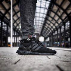 Ultra Boost 'Triple Black' (via Kicksdailynz)