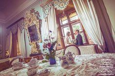 O víkendu jsme společně se Šárkou a Jirkou fotili i v interiéru zámku v Třeboni... Byla to velká paráda tohle svatební focení... #svatba #wedding #svatebnifoto #weddingphoto #svatebnifotograf #weddongphotographer #czechwedding #czechphotographer #czechweddingphotographer #zenich #nevesta #trebon #zamek #zamektrebon #romantika #svatbavtreboni #mamsvojipracirad #fotiltomilan  Více svatebních fotek najdete na: www.instagram.com/mhavlifoto
