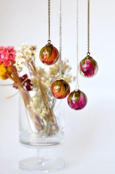 https://www.etsy.com/de/listing/212764258/orange-rose-anhanger-real-rosebud-harz?source=aw