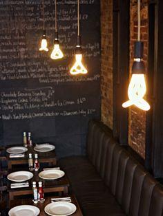 世界初のデザイナーズ省エネ電球型蛍光灯、PLUMEN(プルーメン)。
