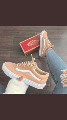 New sneakers vans outfit ideas Cute Sneakers, Vans Sneakers, Sneakers Workout, Black Sneakers, Vans Shoes Fashion, Vans Shoes Women, Girls Shoes, Custom Vans Shoes, Cute Vans