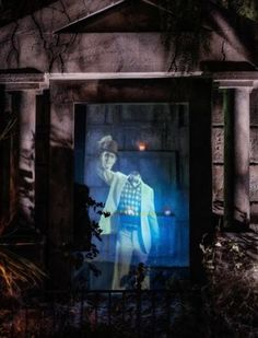 """McBride Provides Equipment for """"The House at Hill"""" Illusions halloween hologram Diy Halloween Ghosts, Outside Halloween Decorations, Halloween Scene, Halloween Displays, Halloween Haunted Houses, Halloween 2016, Outdoor Halloween, Spirit Halloween, Holidays Halloween"""