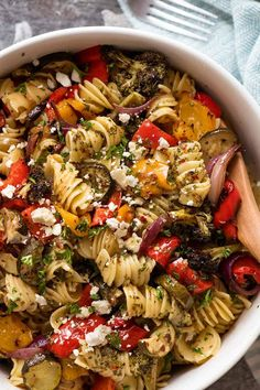 Pasta makes the perfect dinner dish, add vegetables for a healthy recipe. From tomato pasta, to vegan fagioli pasta. Enjoy 15 Vegetarian Pasta Recipes For Dinner. Vegetarian Pasta Salad, Vegetable Pasta Salads, Pasta Salad Recipes, Vegetable Recipes, Vegetarian Recipes, Healthy Recipes, Healthy Dishes, Healthy Meals, Vegtable Pasta