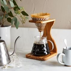 and Anniversary Gifts For Your Spouse - These anniversary gifts celebrate tradition with a twist, so you can celebrate each other. Coffee Games, Coffee Set, V60 Coffee, Coffee Life, Drink Coffee, Iced Coffee, Pour Over Coffee Maker, Best Coffee Maker, How To Make Ice Coffee