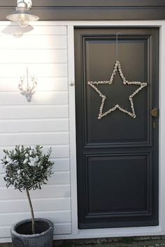 Stoere DIY kerst ster voor aan je deur! Kijk voor meer foto's en inspiratie op m'n blog