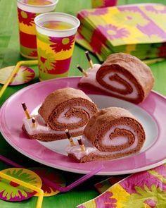 Schnecken Rolle Eine cremige Biskuitrolle mit Erdbeernote für jeden Kindergeburtstag