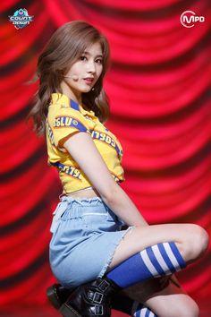 Twice Sana kpop girl idol outfit Kpop Girl Groups, Korean Girl Groups, Kpop Girls, Nayeon, K Pop, Sana Kpop, Sana Cute, Oppa Gangnam Style, Warner Music
