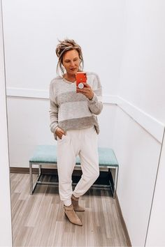 3 Chic and Casual Outfits Popular Outfits, Latest Outfits, Trendy Outfits, Jogger Pants Outfit Dressy, Old Fashioned Love, Cute Graphic Tees, She Is Clothed, Daily Look, Looking For Women