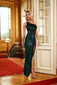Rochie verde lunga pentru seara de Craciun, pentru a straluci langa brad! Boutique, Formal Dresses, My Style, Fashion, Green, Dresses For Formal, Moda, Formal Gowns, Fashion Styles