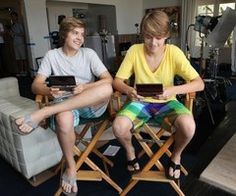 Dylan and cole sprouse ❤ Cole Sprouse Jughead, Cole M Sprouse, Dylan Sprouse, Dylan And Cole, Dylan O, Zack Et Cody, Suit Life On Deck, Sprouse Bros, Old Disney Channel
