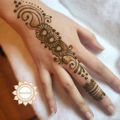 Floral Henna Designs, Beautiful Henna Designs, Arabic Mehndi Designs, Simple Mehndi Designs, Mehndi Desine, Mehndi Style, Finger Henna, Hand Henna, Simple Henna Tattoo