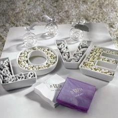 Сладости в вазах-буквах на свадебном столе
