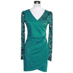 Designed for you,color for you. You can perfect show your feminine sense and charming style through this dress. It features lace spliced design,with 3/4 sleeve and v-neck style. Take this dress to cause a commotion.