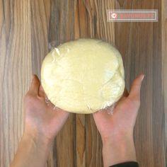 Cum să prepari un aluat foietaj reușit și gustos. Noi azi îți spunem secretul! - savuros.info Romanian Food, Romanian Recipes, Bakery, Food And Drink, Sweets, Breads, Projects, Get Well Soon, Bread Rolls