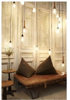 <3 wooden bench, leather cushion, naked bulbs = eclectic and sweet space