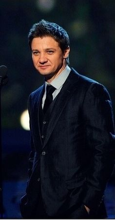 Jeremy Renner/suit porn he looks so good in a 3 piece suit. (I'd like to see J in a shiny suit like this.)