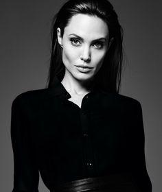 Lara Croft Angelina Jolie, Angelina Jolie Pictures, Angelina Jolie Style, Brad Pitt And Angelina Jolie, Portraits, Shooting Photo, Elle Fanning, Hollywood Actor, Aesthetic Vintage