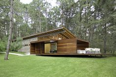 Designed by Elías Rizo Arquitectos, Casa RO Tapalpa is situated in a forested area near the town of Tapalpa. The project consists of a country house to be use on the weekends, so the program remains basic. Residential Architecture, Contemporary Architecture, Interior Architecture, Contemporary Homes, Casas Containers, Country House Design, House In The Woods, Rural House, Home Fashion