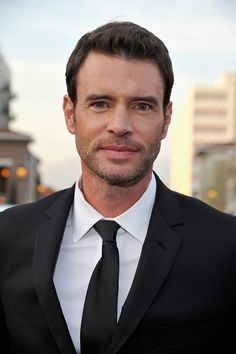 You can expect a crop of actors from political dramas to show up. Last year, the casts of House of Cards, Homeland, and Scandal were among those in attendance. This year, Scott Foley, aka Jake Ballard from Scandal, is confirmed as a guest of People. But watch out — President Fitz, aka Tony Goldwyn, will also be on hand.