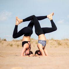 Tagge eine Freundin mit der Du die Pose probieren willst!  #freundinnenzeit  @livinglavidayoga