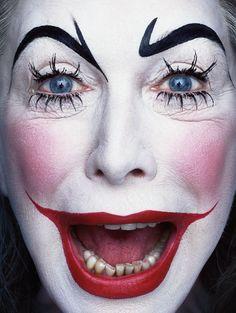 Facevinyl ERWIN OLAF  «Paradise The Club» project, 2001–2002  #Facevinyl #artist #ErwinOlaf #ParadiseTheClub #paradiseportraits #FreaksClowns #clowns #comedian #funnyman #harlequin #jester #joker #clown #buffoon #danceratshows #mountebank #circus #art #contemporaryart #modernart