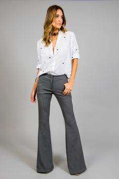 Calça Nice. A clássica que nunca saí de moda. Perfeita para trabalhar e para se divertir, a calça Nice é feita na medida certa.