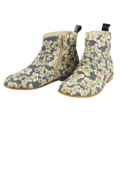Stunning floral printed ankle boots for Spring, with a side zip and made of Italian leather.