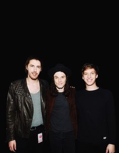 James Bay with Hozier and George Ezra - LITTERALLY MY THREE FAVORITE SINGERS IN ONE PICTURE THIS IS PERFECT